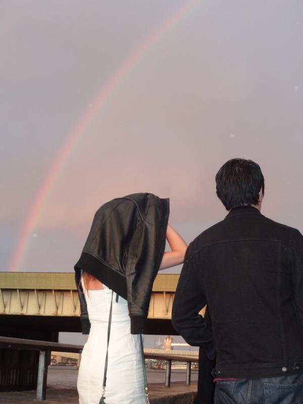 Londres, John et Zabeth sous l'arc-en-ciel